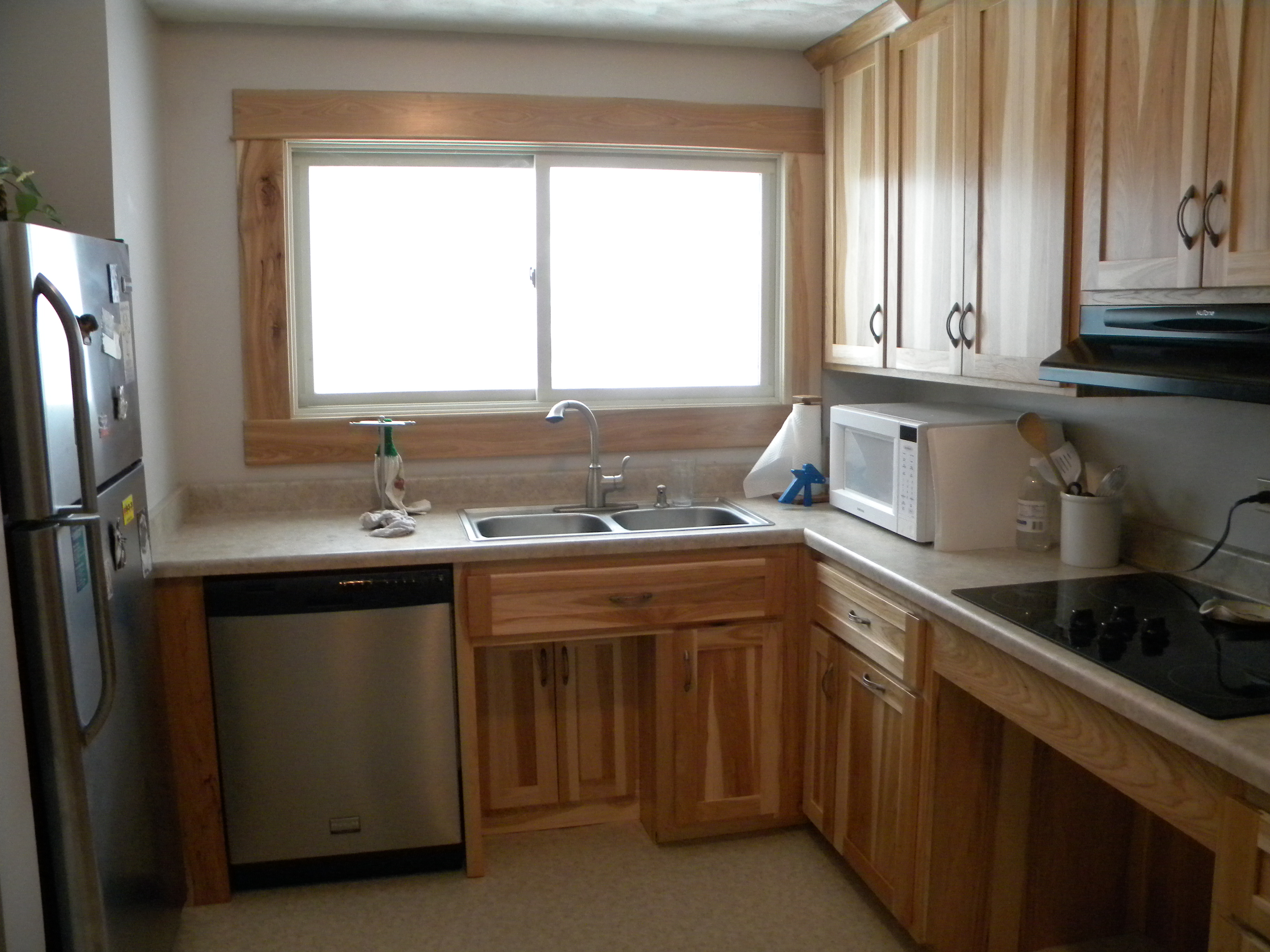 Amish custom made hickory kitchen amish custom made for Best american made kitchen cabinets